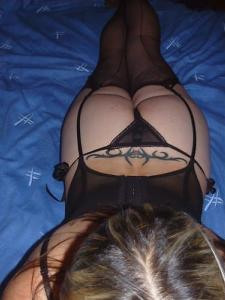 Cheating housewife seeks illicit hook up tonight